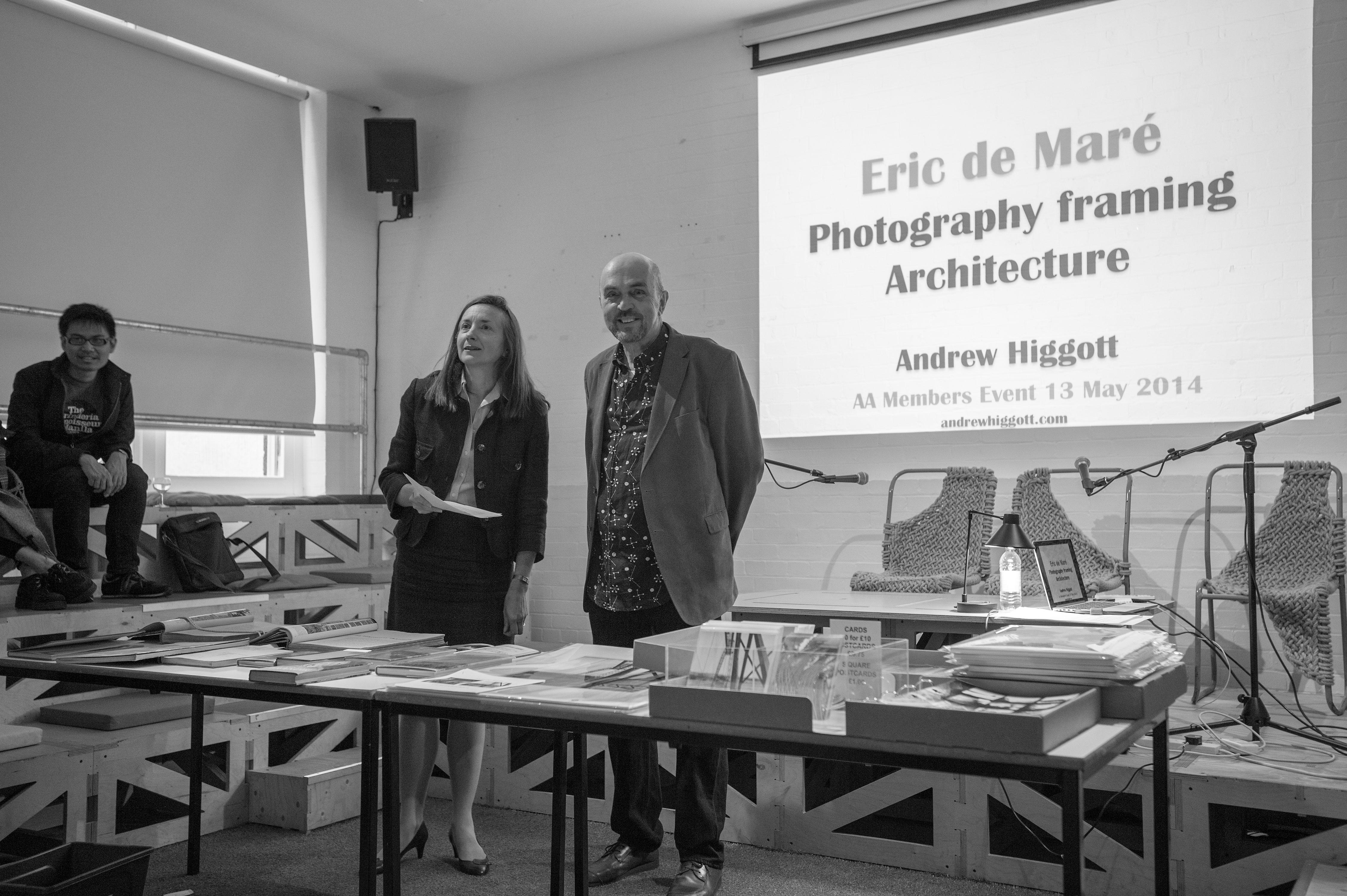 ERIC DE MARÉ: Photography framing architecture