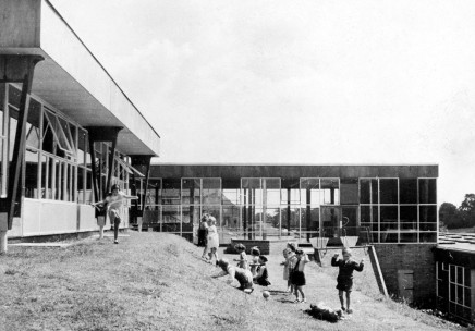 _Alban-Wood-School,-Watford,-by-Hertfordshire-County-Architects,-1954.-Architectural-Association-Photo-Library